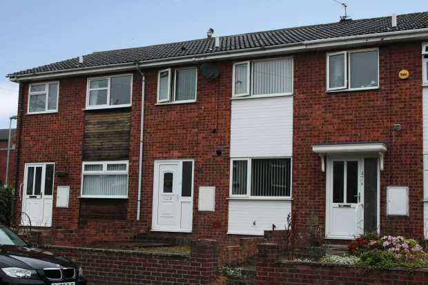 3 Bedrooms Terraced House for sale in Bottomboat Road, Wakefield, West Yorkshire, WF3 4AR
