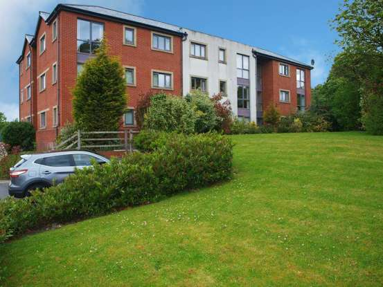 2 Bedrooms Flat for sale in Schofield Close, Rochdale, Greater Manchester, OL16 3DN