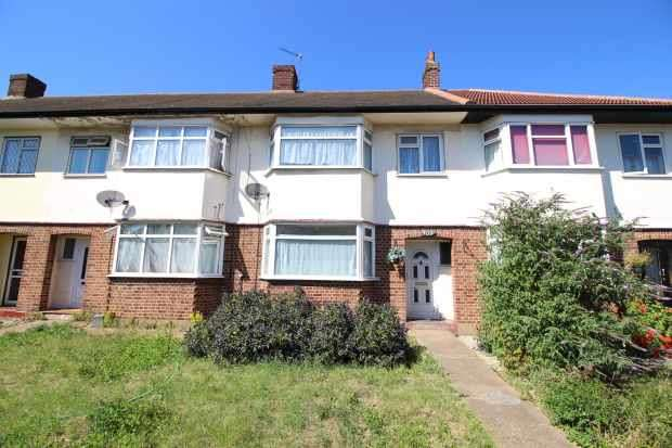 3 Bedrooms Terraced House for sale in High Road, Romford, Essex, RM6 6AU