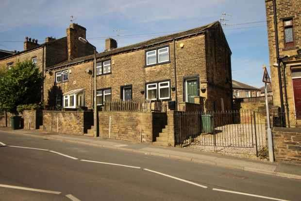 2 Bedrooms Terraced House for sale in Hollingwood Lane, Bradford, West Yorkshire, BD7 4DB