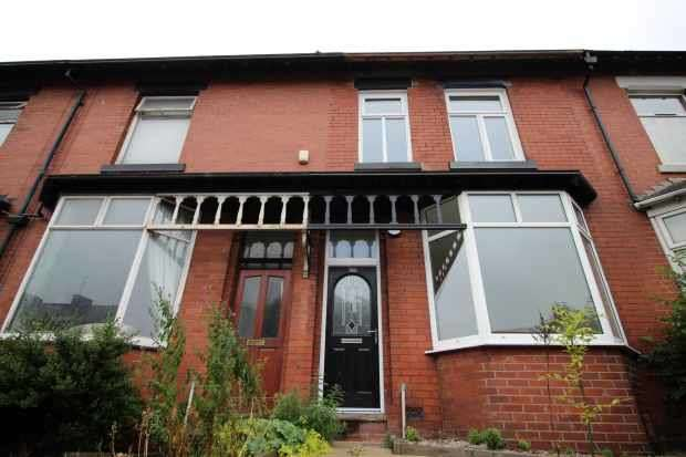 3 Bedrooms Terraced House for sale in Huddersfield Road, Oldham, Greater Manchester, OL4 2EX