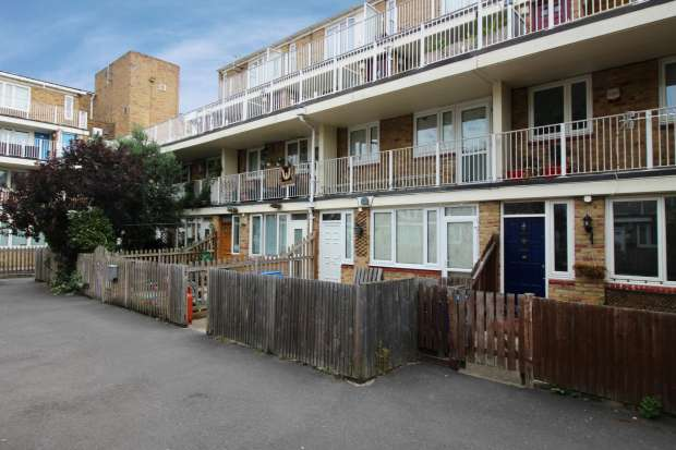 2 Bedrooms Maisonette Flat for sale in Cadbury Way, Rotherhithe, Greater London, SE16 3UZ