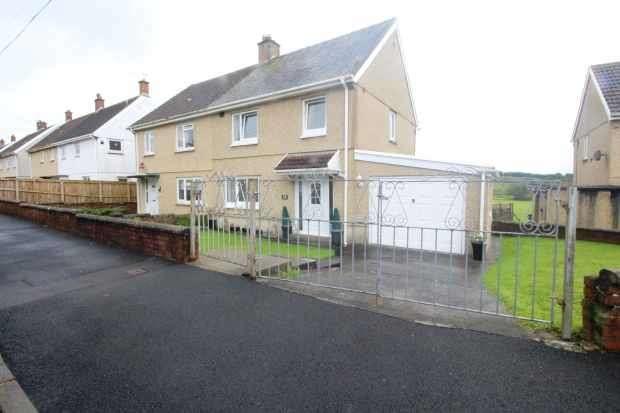 3 Bedrooms Semi Detached House for sale in Rhydyffynnon, Llanelli, Carmarthenshire, SA15 5UG