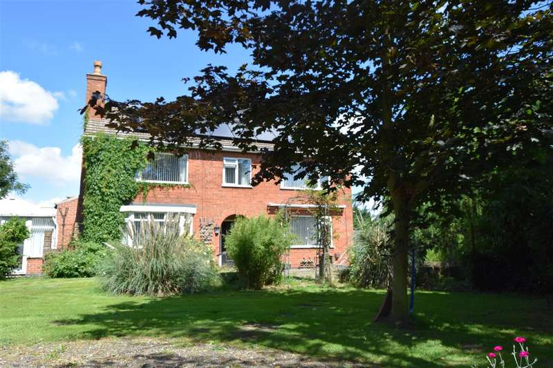 4 Bedrooms Detached House for sale in Toll Bar House, North Road, North Muskham, Newark