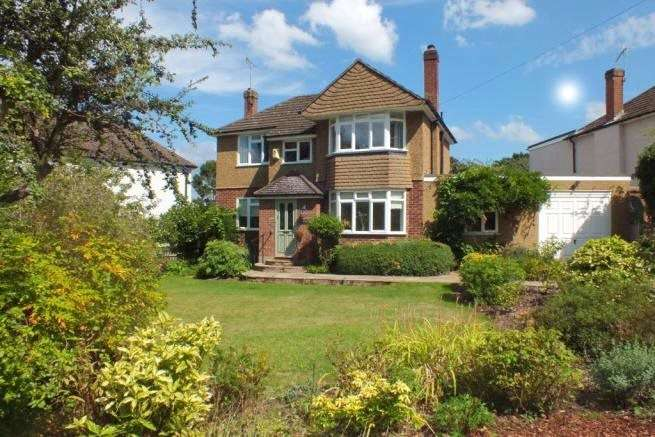 3 Bedrooms Detached House for sale in Bridle Road, Claygate, KT10