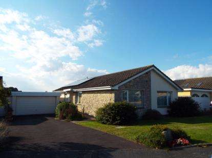 3 Bedrooms Bungalow for sale in Lytchett Matravers, Poole
