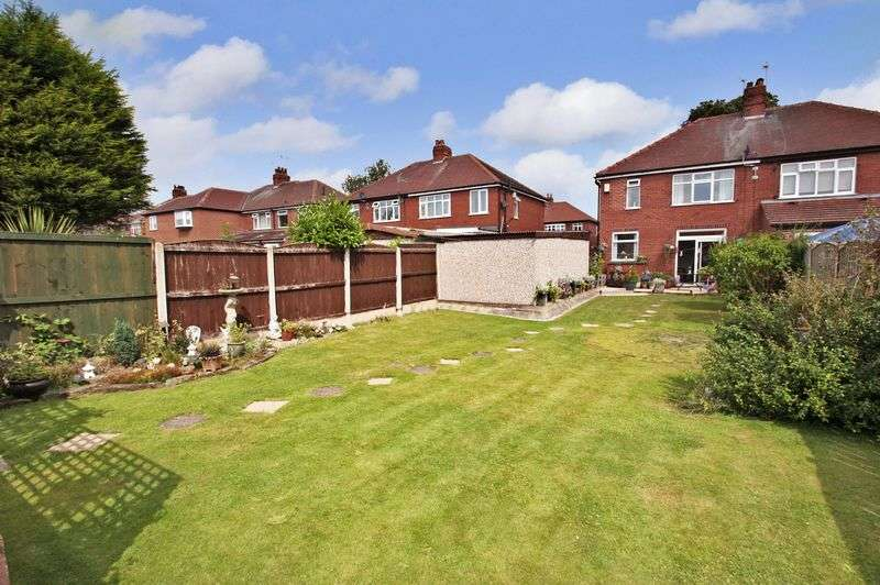 3 Bedrooms Semi Detached House for sale in Westfield Avenue, Pontefract