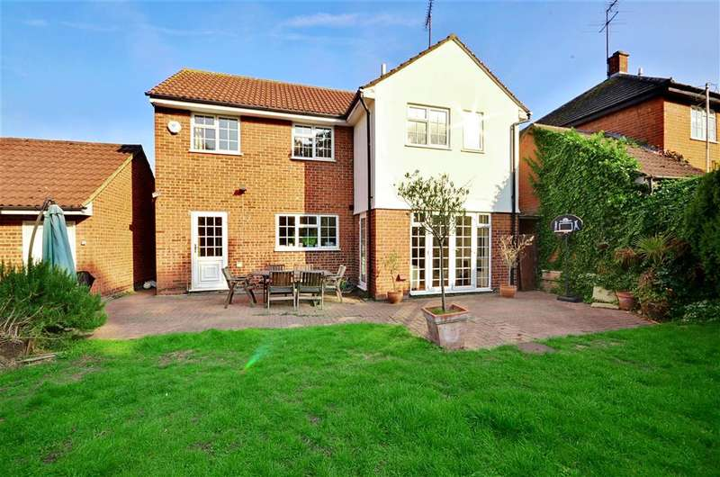 4 Bedrooms Detached House for sale in Emmaus Way, Chigwell, Essex