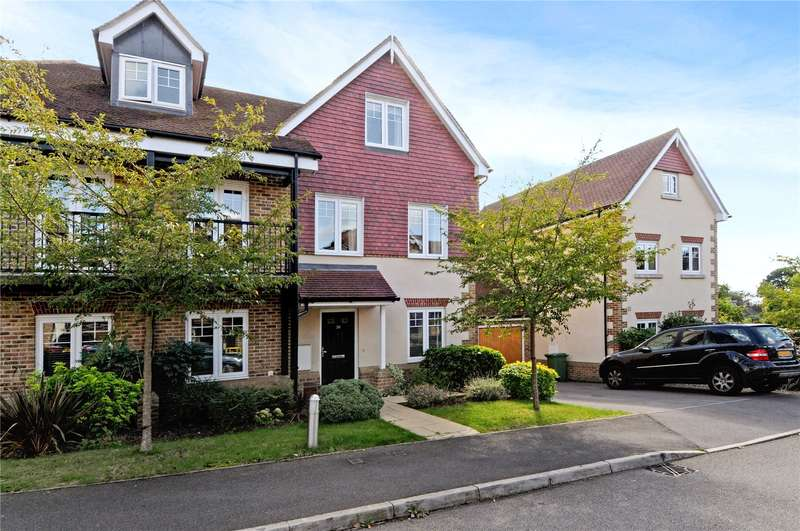 3 Bedrooms Semi Detached House for sale in Halcyon Close, Oxshott, Leatherhead, Surrey, KT22