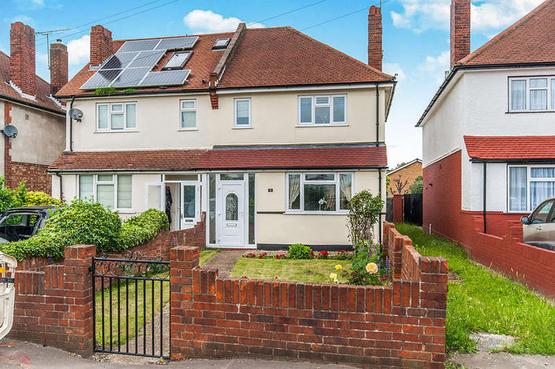 3 Bedrooms Semi Detached House for sale in Buckingham Road, Hampton, TW12