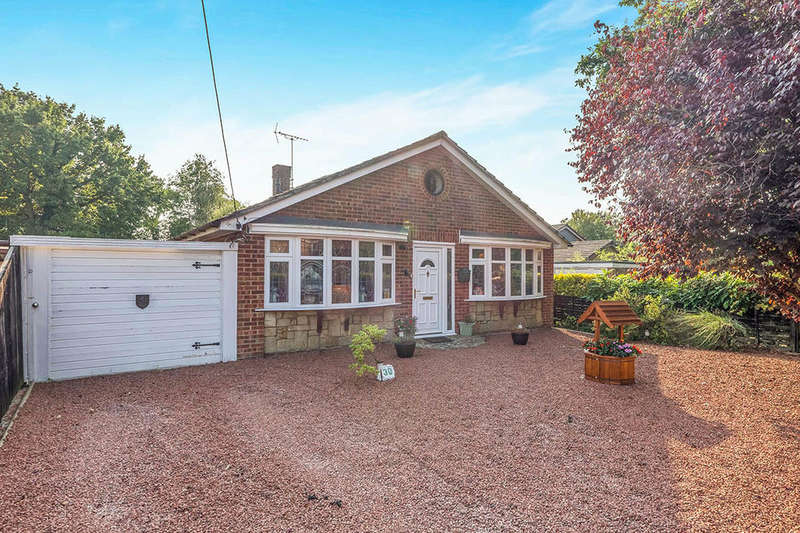3 Bedrooms Detached Bungalow for sale in Tennyson Avenue, Cliffe Woods, Rochester, ME3