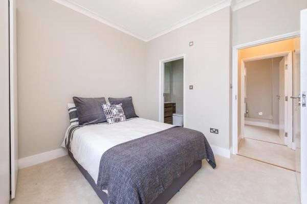 2 Bedrooms Flat for sale in Gloucester Street, London, SW1V
