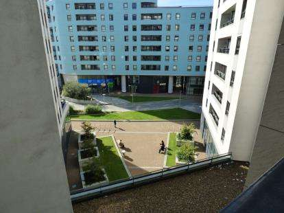 1 Bedroom Flat for sale in The Gateway East, Marsh Lane, Leeds, West Yorkshire