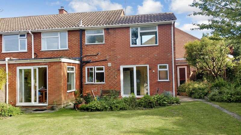 4 Bedrooms Semi Detached House for sale in Candale Close, Dunstable