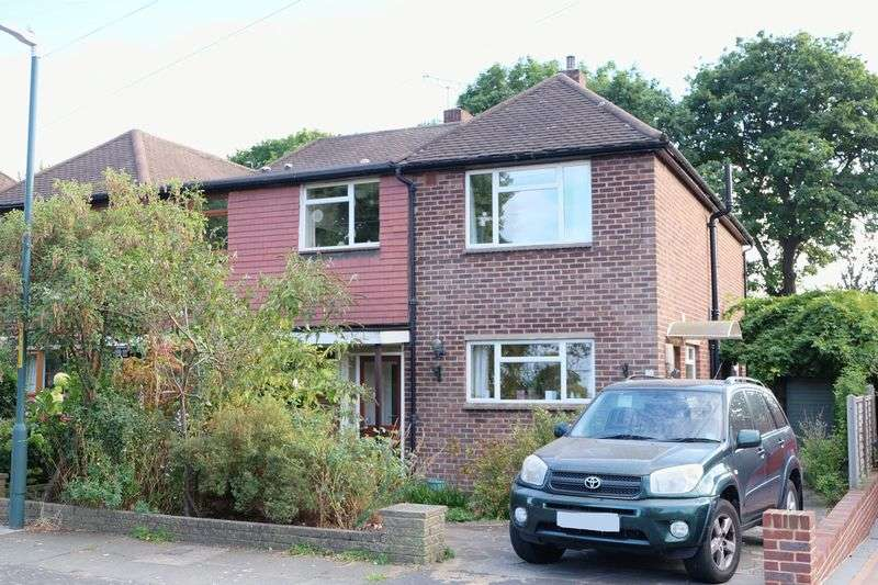 4 Bedrooms Semi Detached House for sale in Woodlands Park, Bexley