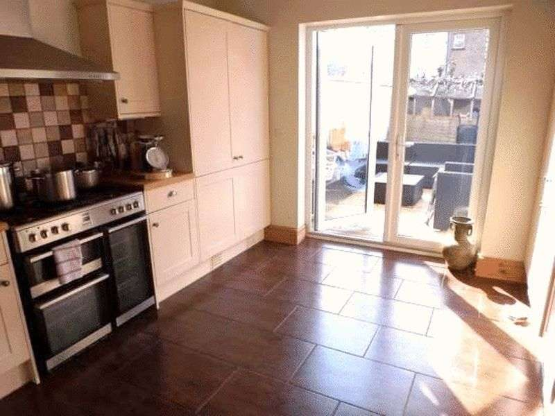 5 Bedrooms Semi Detached House for sale in Avondale Road, Great Yarmouth