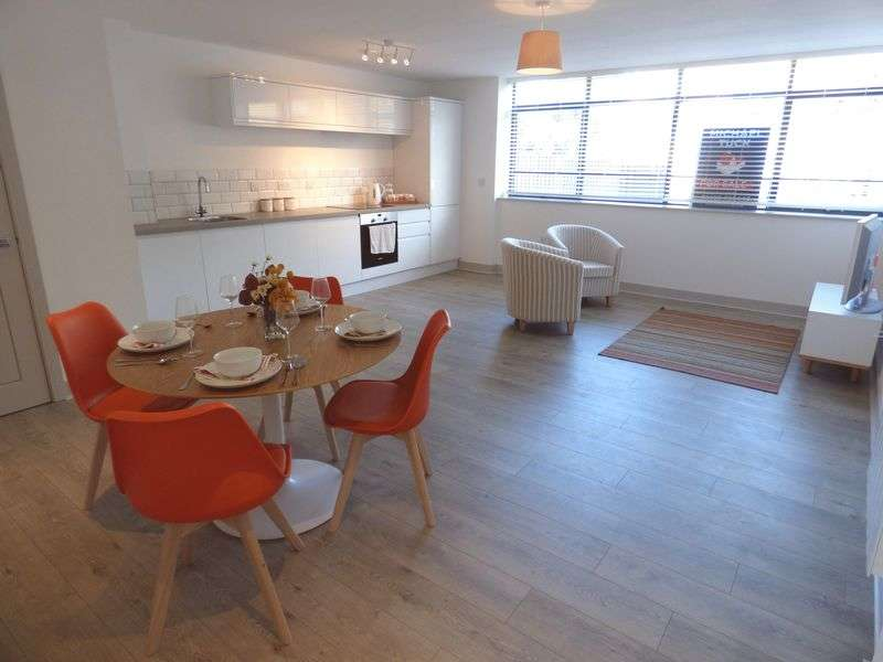 2 Bedrooms Flat for sale in Cathedral House Three Cocks Lane, Gloucester