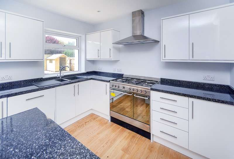 4 Bedrooms Detached House for sale in Eastbourne Road, Willingdon, East Sussex, BN20