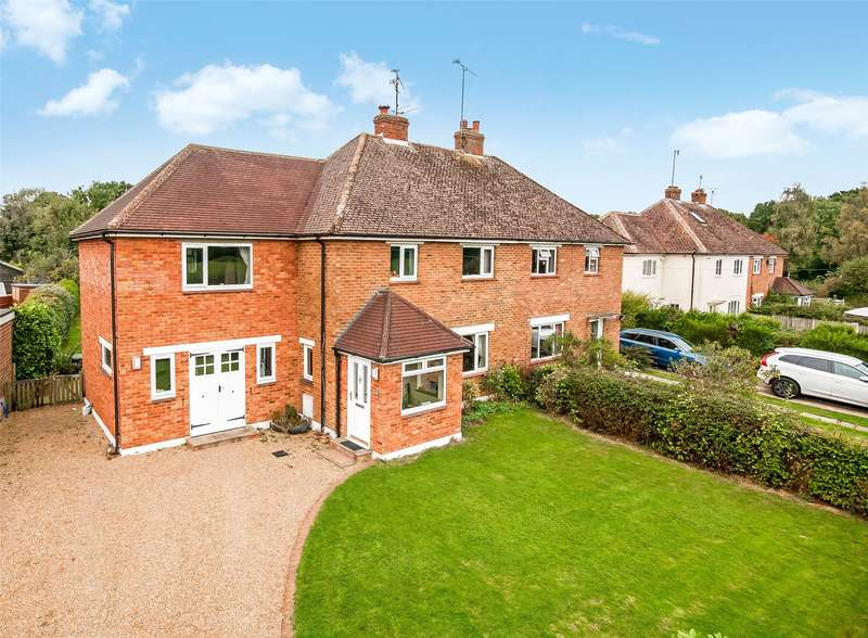 4 Bedrooms Semi Detached House for sale in Broadwood Cottages, Vicarage Lane, RH5