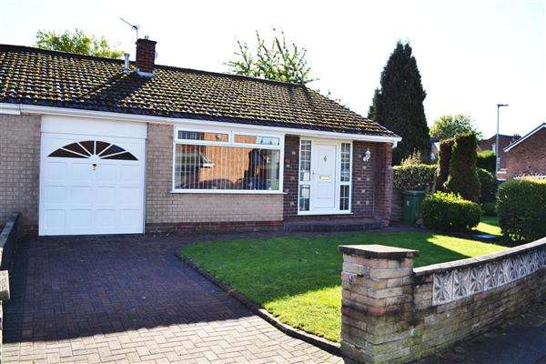 3 Bedrooms Bungalow for sale in Romford Avenue, Leigh
