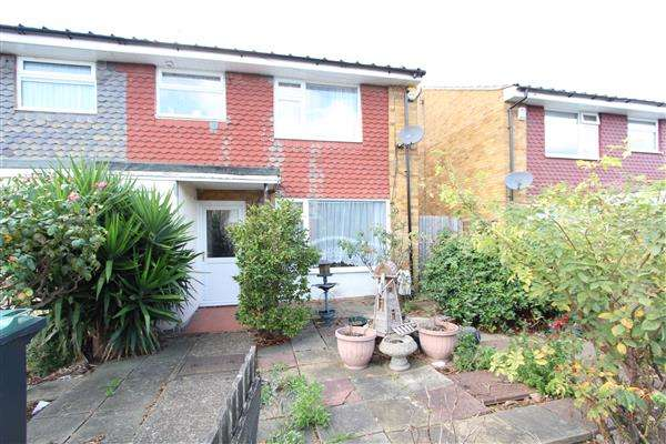 3 Bedrooms Semi Detached House for sale in Roehampton Close, Gravesend, Gravesend