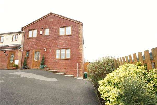 4 Bedrooms Semi Detached House for sale in Ross Rise, Treherbert, Treorchy