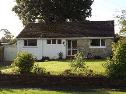 3 Bedrooms Bungalow for sale in Fordingbridge, Hampshire