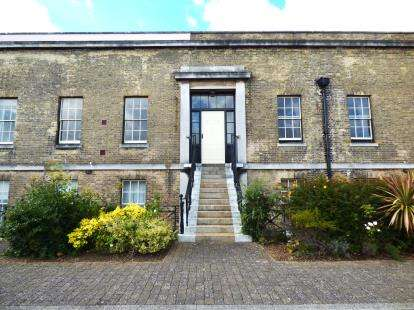 2 Bedrooms Flat for sale in Gosport, Hampshire, U.K