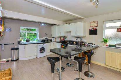 4 Bedrooms Bungalow for sale in Weston-Super-Mare, .