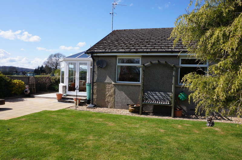 3 Bedrooms Detached Bungalow for sale in Milnthorpe Road, Holme