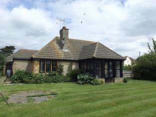 2 Bedrooms Bungalow for sale in Summerley Lane, Felpham, West Sussex
