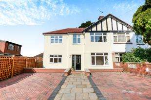 4 Bedrooms Semi Detached House for sale in Downend, Shooters Hill, London, Uk
