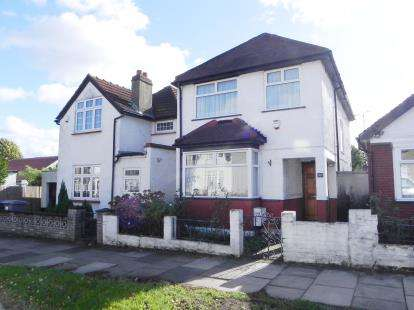 3 Bedrooms Detached House for sale in Eton Avenue, Wembley, Middlesex