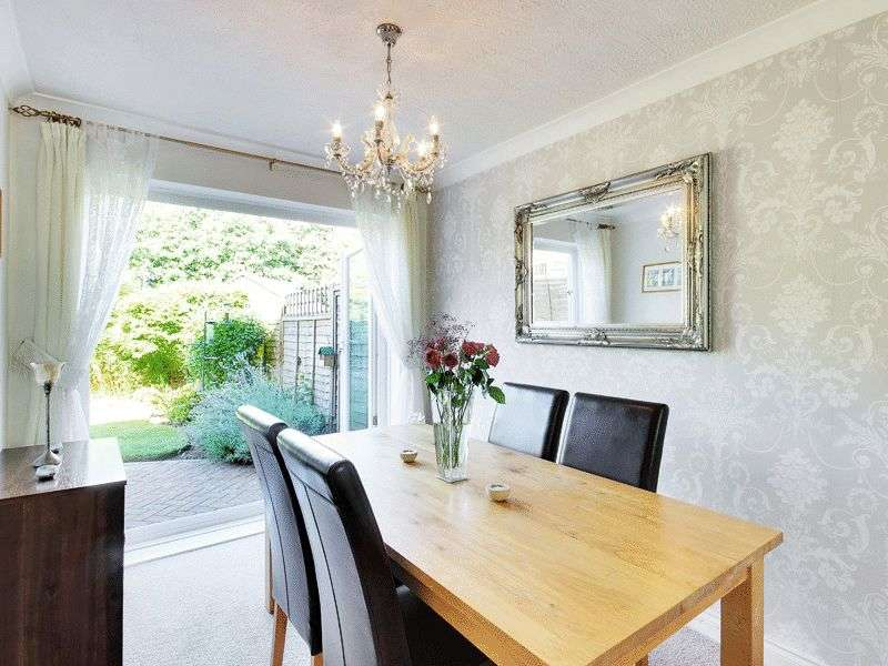 3 Bedrooms Semi Detached House for sale in Hollingbourne Crescent, Tollgate Hill, Crawley, West Sussex