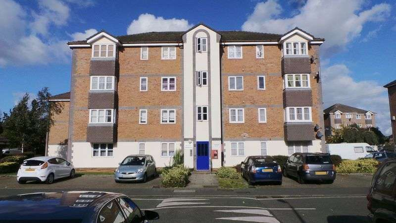 2 Bedrooms Flat for sale in Tennyson Close, Enfield, EN3