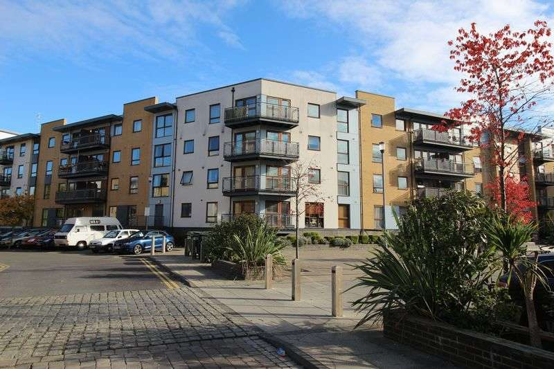 2 Bedrooms Flat for sale in Commonwealth Drive, Crawley