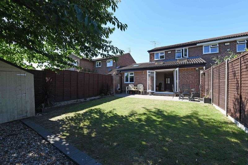 3 Bedrooms Semi Detached House for sale in Corsham Road, Calcot
