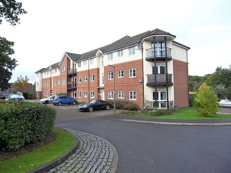 2 Bedrooms Flat for sale in School Meadow, Guildford