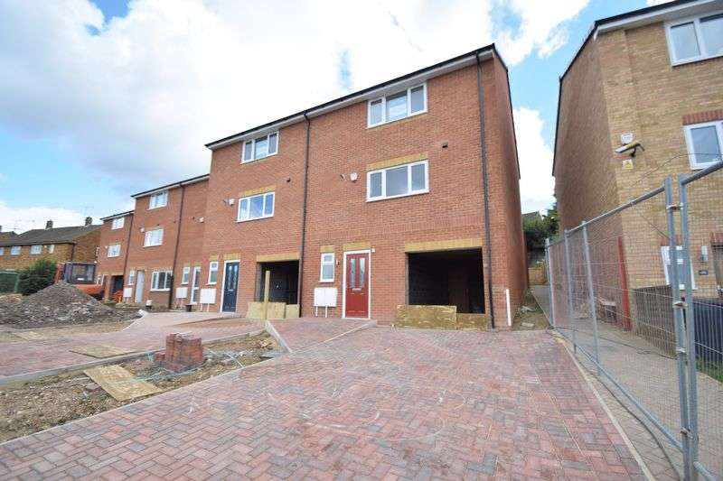 3 Bedrooms Property for sale in Fermor Crescent, Luton
