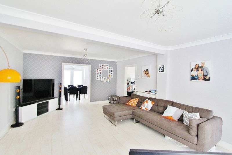 3 Bedrooms Terraced House for sale in Gelsthorpe Road, Romford, RM5