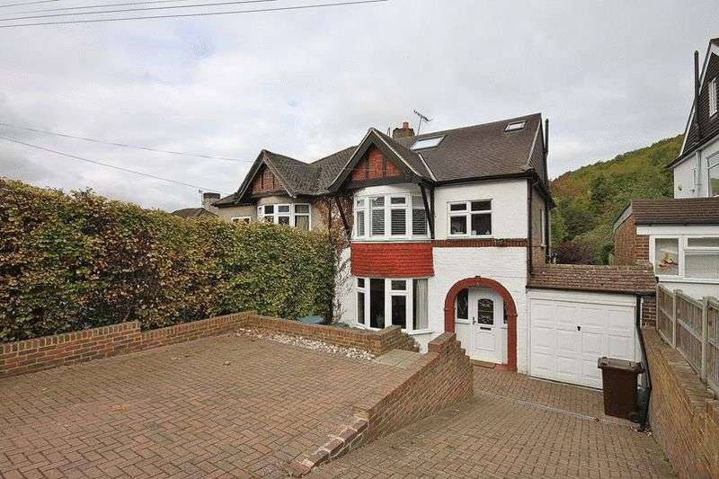 4 Bedrooms Semi Detached House for sale in Tithepit Shaw Lane, Warlingham