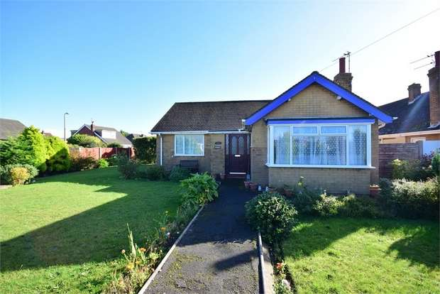 3 Bedrooms Detached Bungalow for sale in 64 Singleton Avenue, LYTHAM ST ANNES, Lancashire