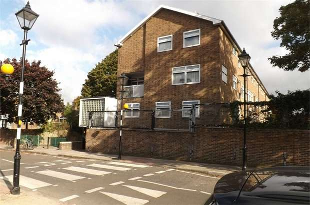 3 Bedrooms Flat for sale in Nunhead Grove, London