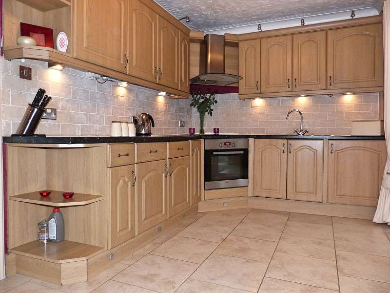 3 Bedrooms Terraced House for sale in Gayton Court, Peterborough, Cambridgeshire. PE3 7BY