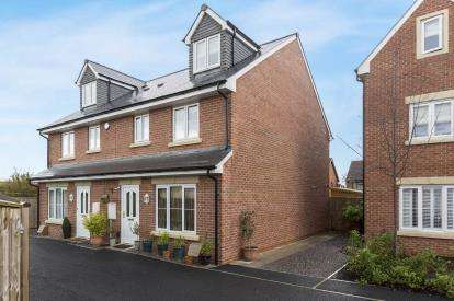 4 Bedrooms Semi Detached House for sale in Yew Tree Close, Quedgeley, Gloucester, Gloucestershire