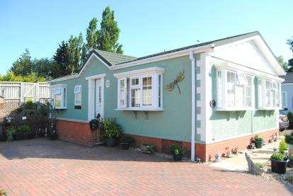 2 Bedrooms Bungalow for sale in Hardwick Road, King's Lynn, Norfolk