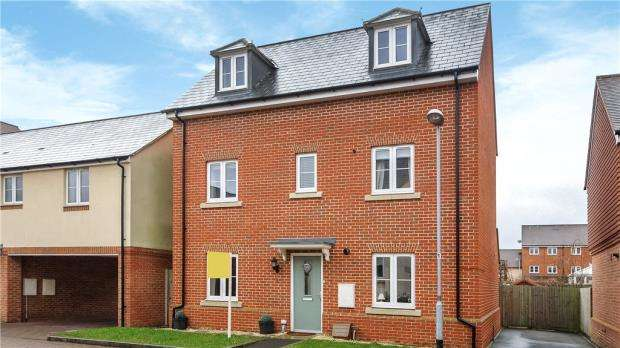 4 Bedrooms Detached House for sale in The Robins, Bracknell, Berkshire