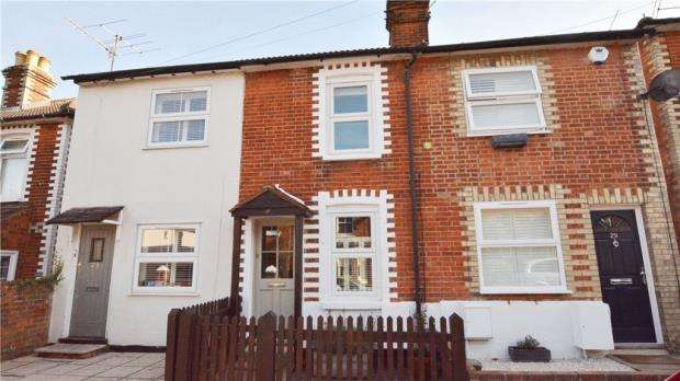 2 Bedrooms Terraced House for sale in High Path Road, Guildford, Surrey