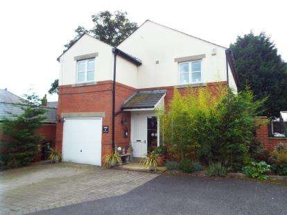 4 Bedrooms Detached House for sale in Lower Lane, Longridge, Preston, Lancashire, PR3