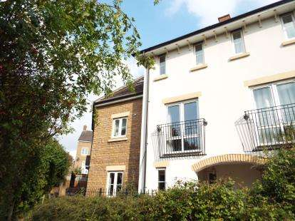 3 Bedrooms Terraced House for sale in Rosemary Drive, Banbury, Oxfordshire